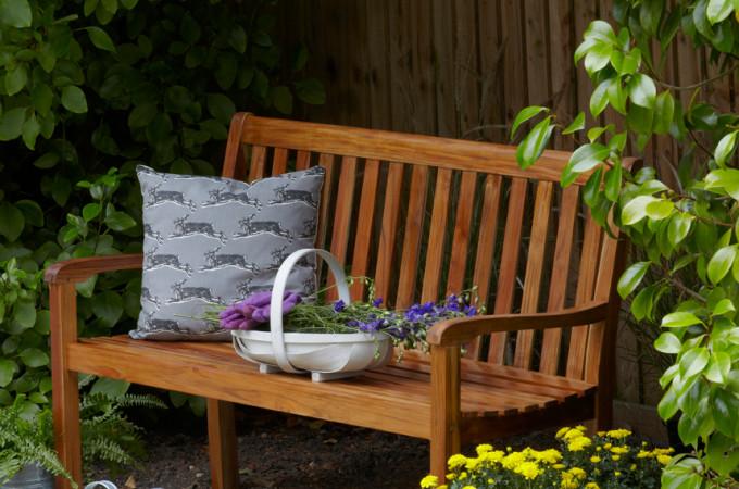 Reviving garden furniture with Sadolin