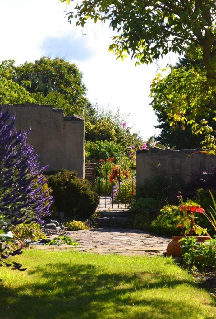 english coastal country garden