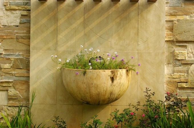 garden wall with planter