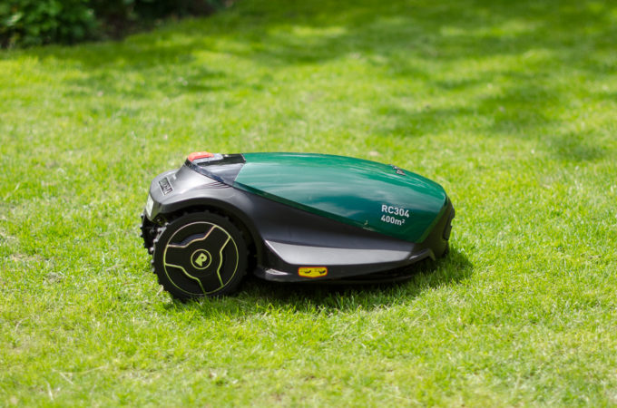 Review: Robomow Robotic Lawnmower