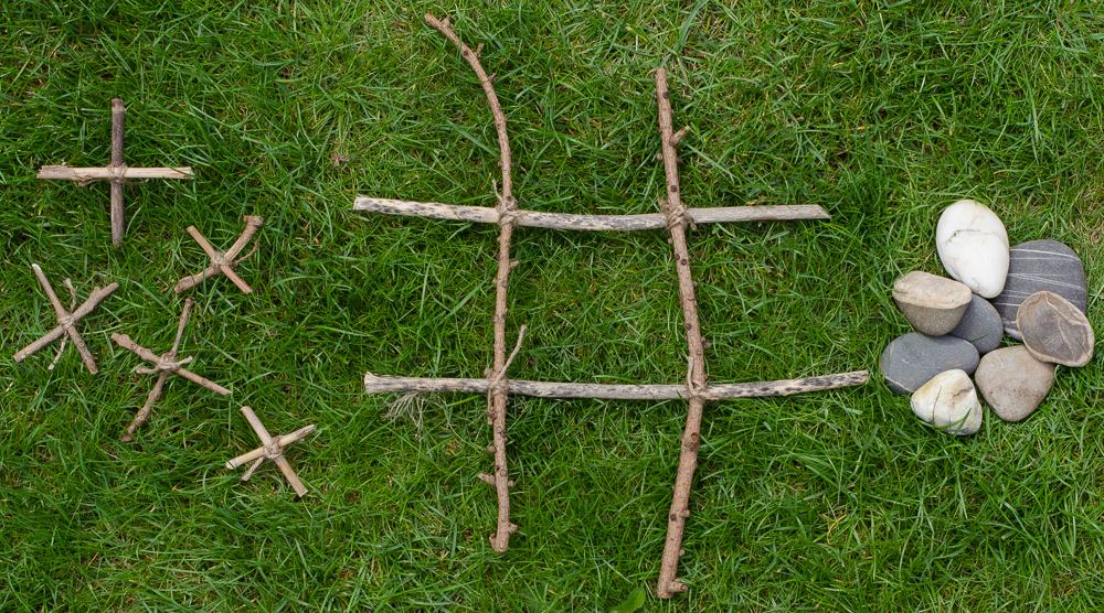 nature craft - how to make noughts and crosses from natural materials