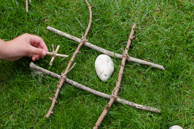 Nature craft: making natural noughts and crosses