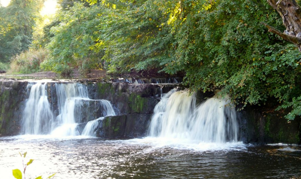 linn park waterfall glasgow