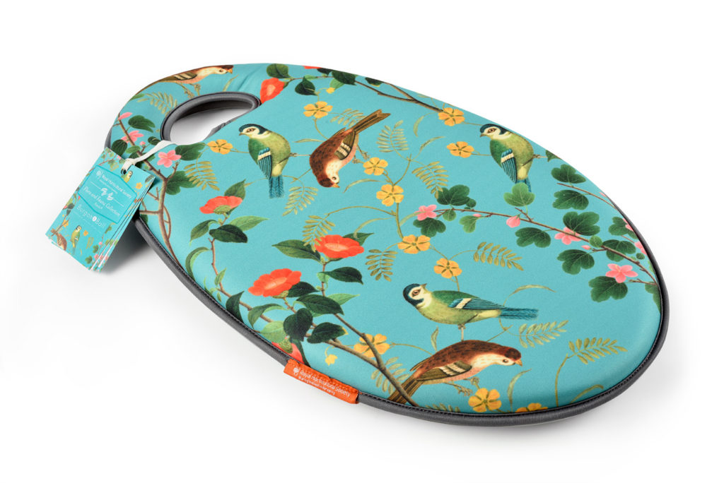 rhs flora and fauna kneelo from burgon and ball gardening gifts ideas