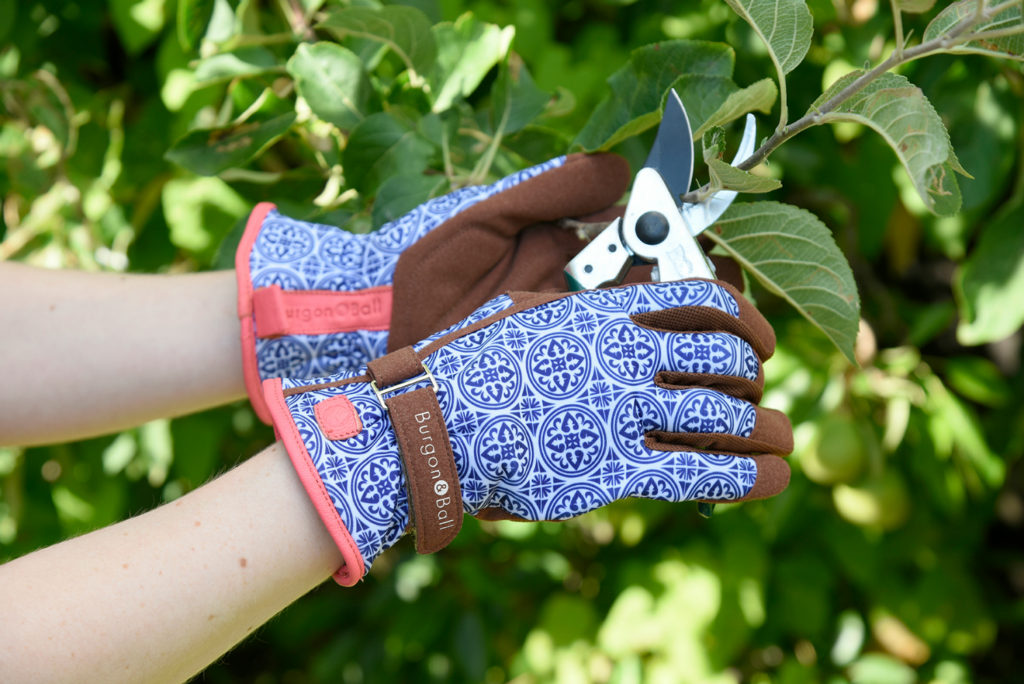 love the glove from burgon and ball gardening gifts ideas
