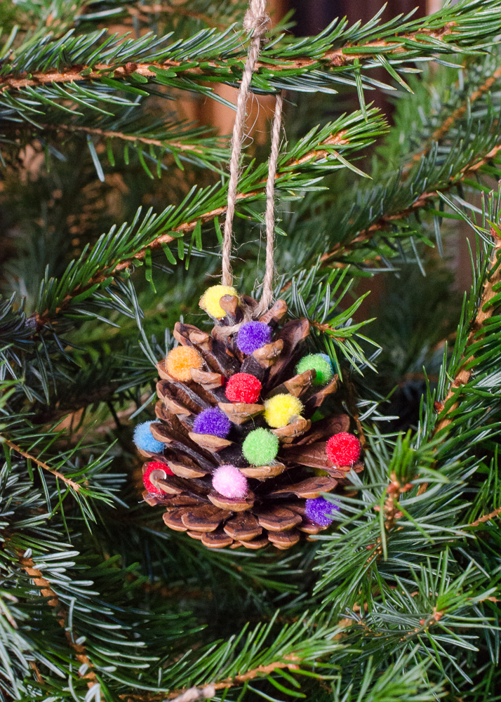 Homemade christmas decorations pom pom pine cones Homemade christmas decorations using pine cones