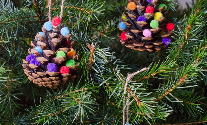 Homemade Christmas decorations: Pom Pom Pine Cones