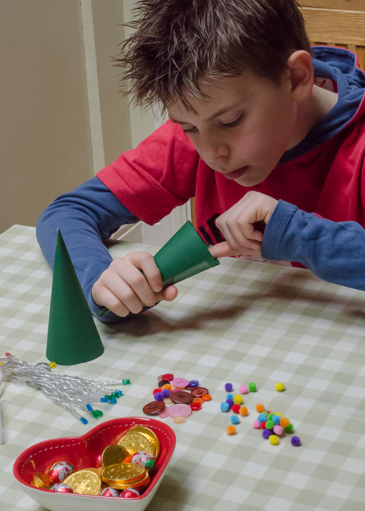 fun ideas for family christmas crafts with wynsors shoes