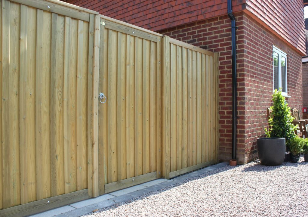 chilham wooden fencing panels and gate