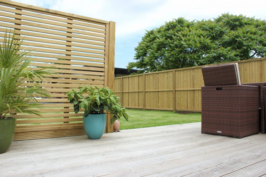 venetian wooden screen with featherboard garden fencing