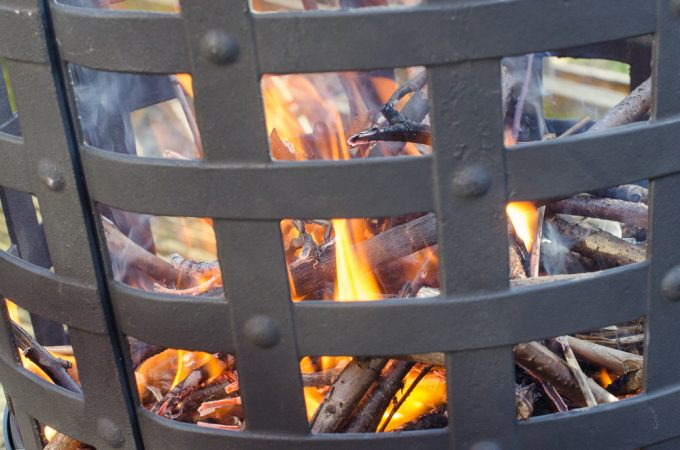 Review & Giveaway: Gardeco Aragon Cast Iron Fire Basket