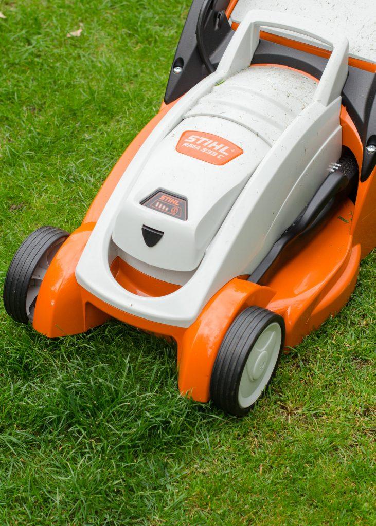 Stihl RMA339C cordless mower cutting