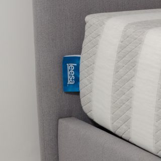 leesa mattress closeup logo