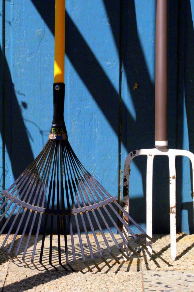 get your garden ready for summer by cleaning garden tools
