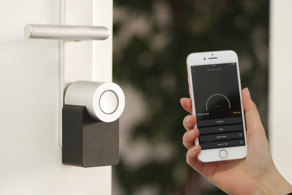 smart door lock with mobile phone control