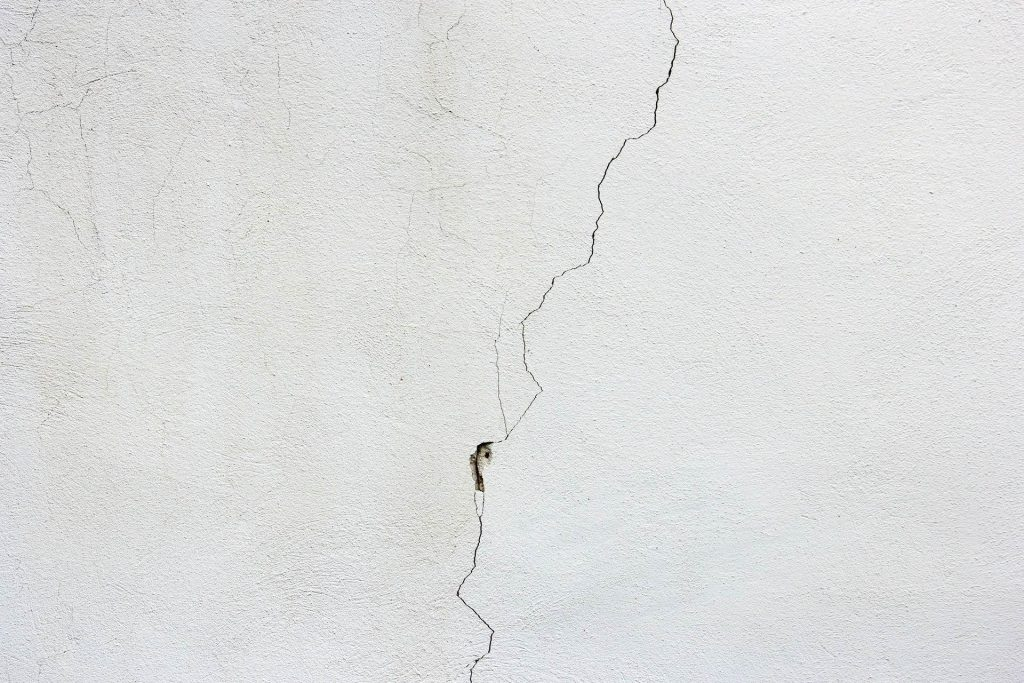 crack in white plastered wall