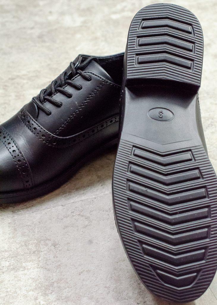treads dakota school shoes