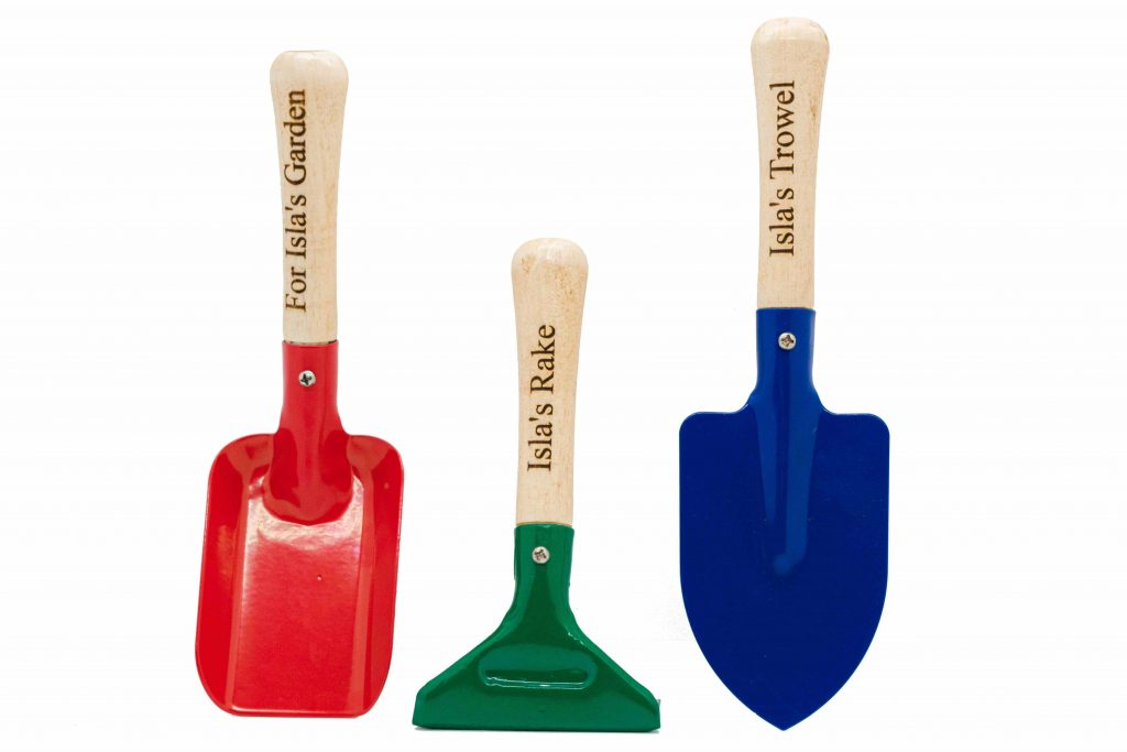 gifts for gardeners - personalised hand tools from pompom