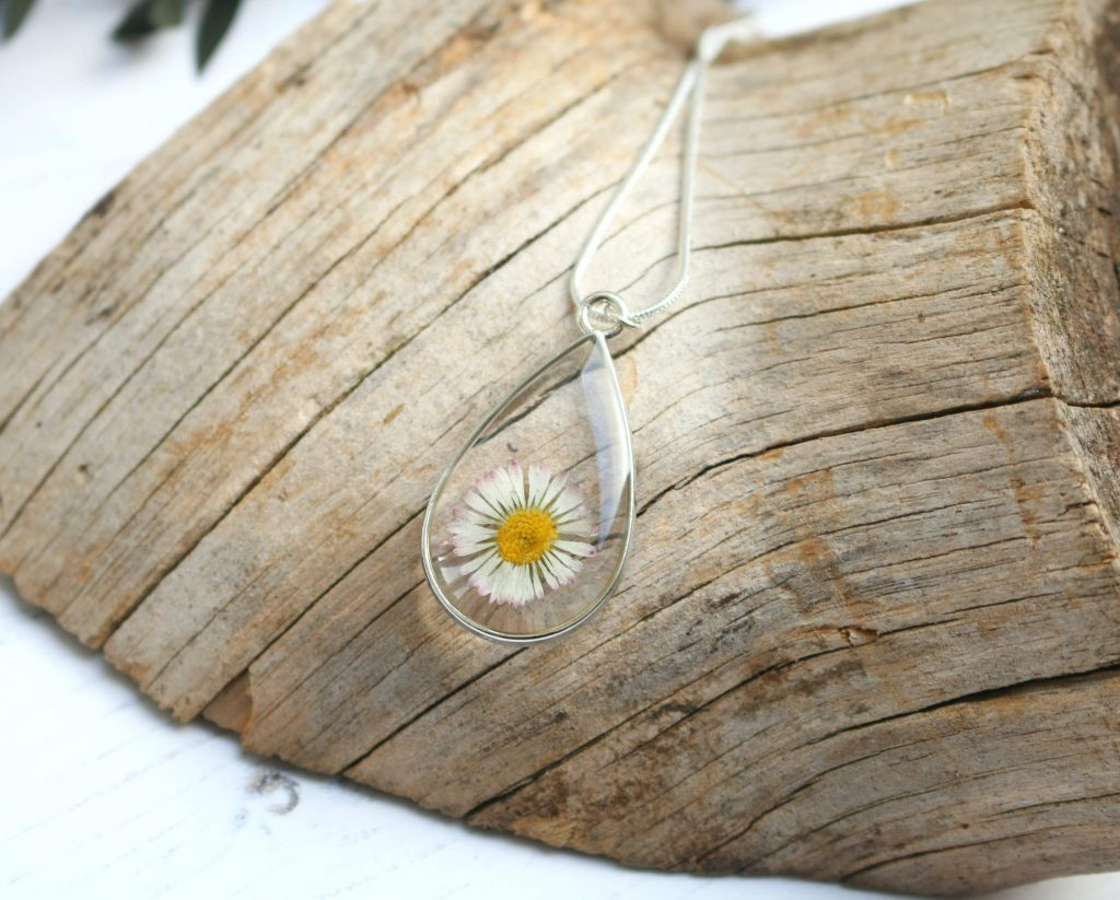 silver & birch daisy teardrop necklace