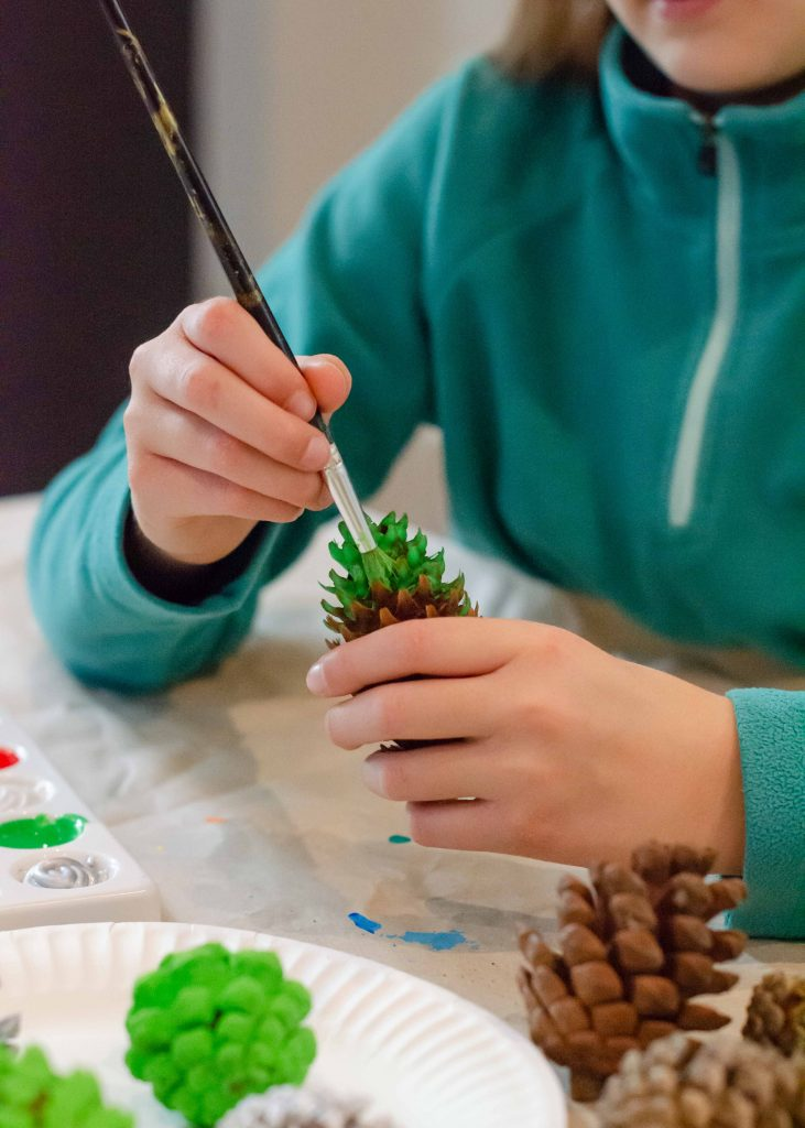 homemade christmas decorations - painted pine cones