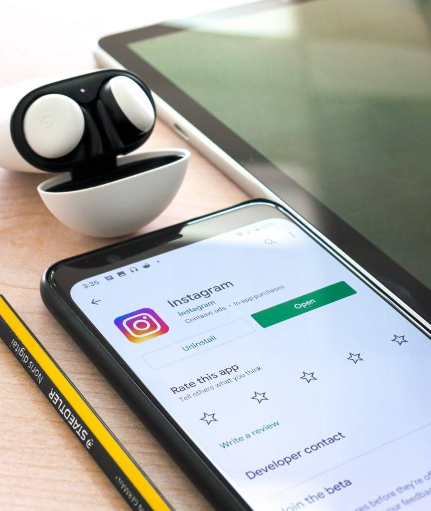 iphone showing instagram app